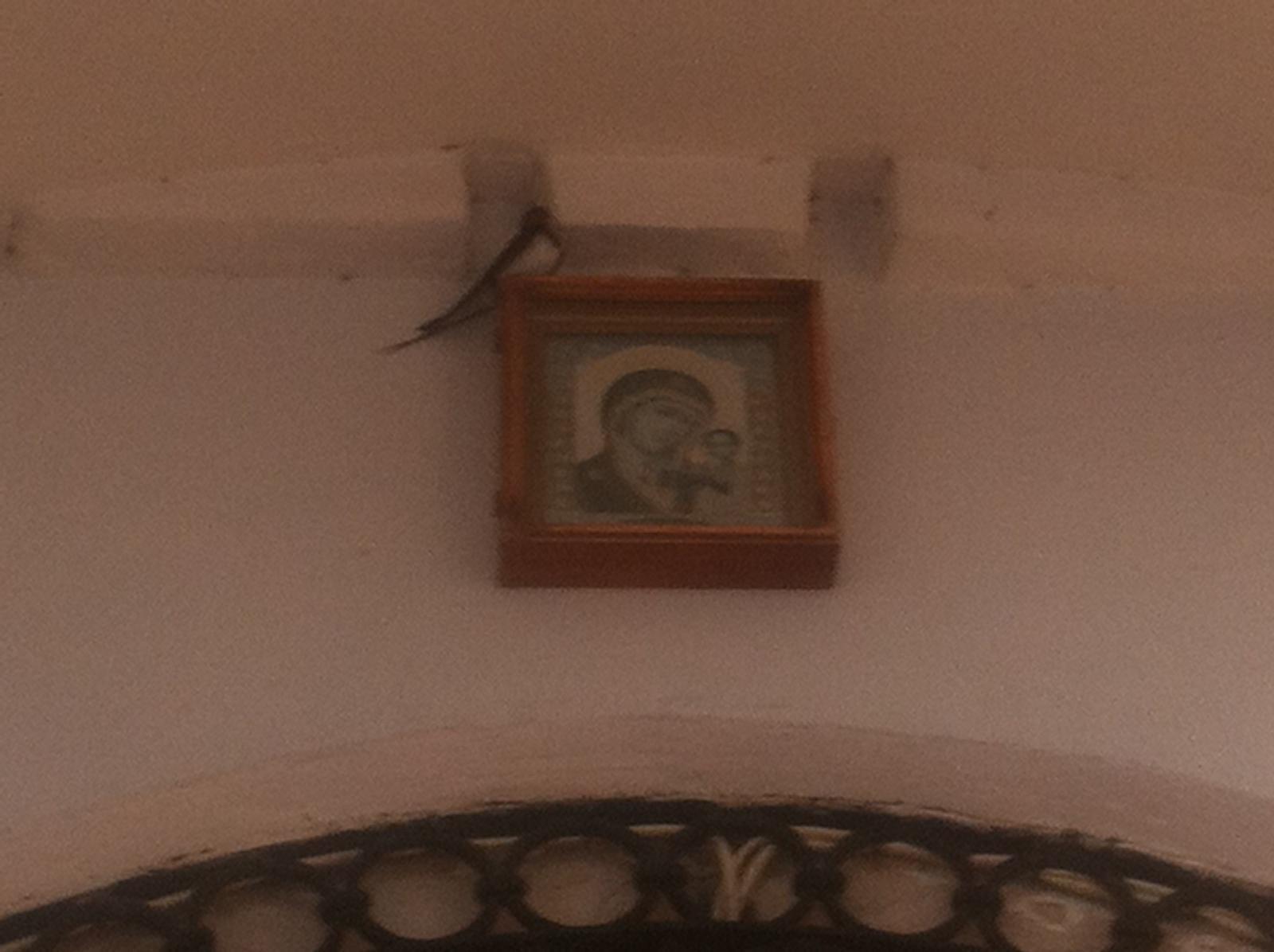Над входом в Казанский храм