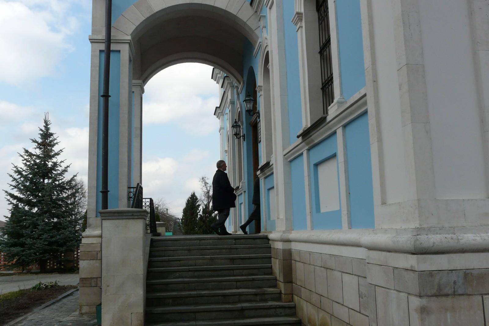 Пред дверьми храма Твоего предстою…