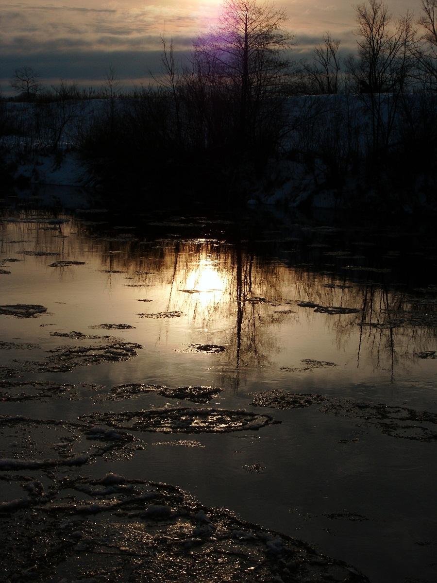 Течет река ЖИ-ЗДРА ...  течет она БЫ-СТРА ...