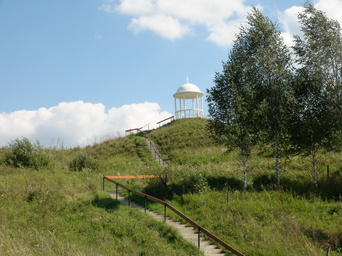 Лестница, ведущая вниз к источнику