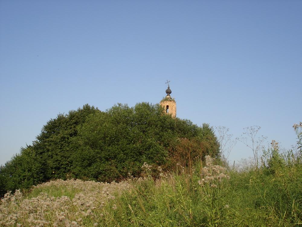 Заброшеный храм на бывшей барской усадьбе