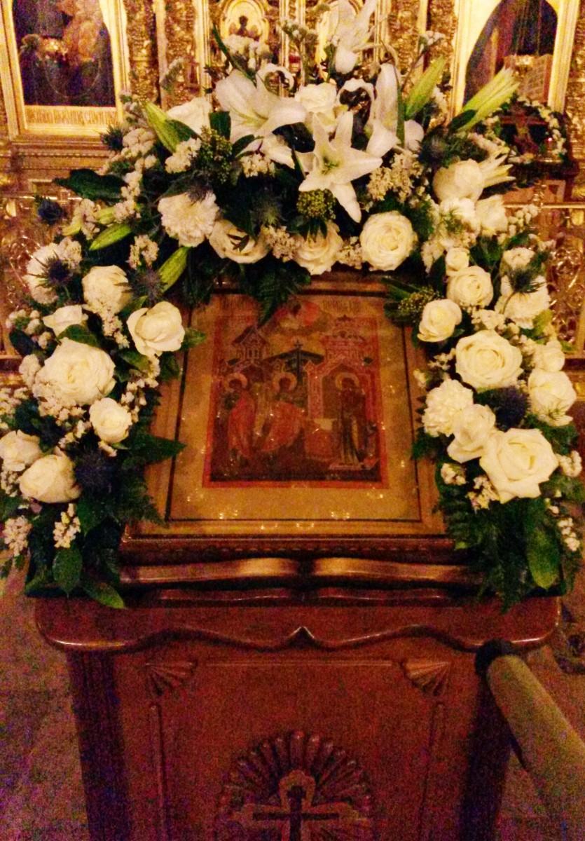 Праздничная икона Благовещения в Введенском храме