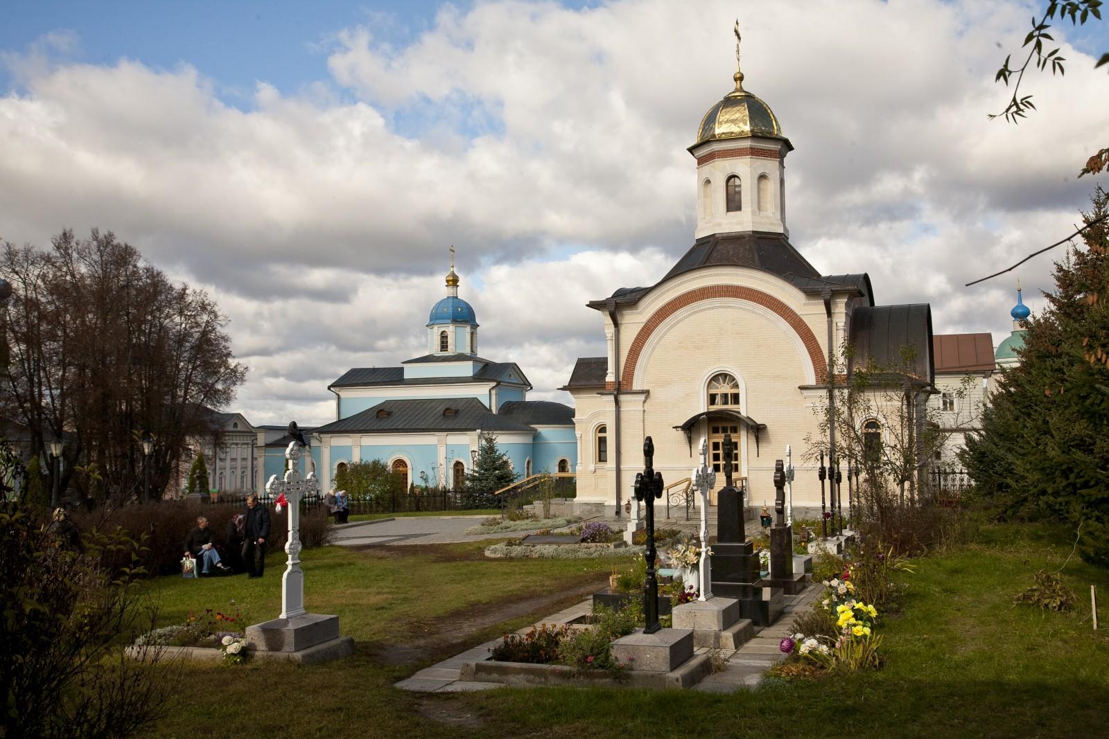 Храм в честь Владимирской иконы Божией Матери и часовня убиенных Оптинских иноков