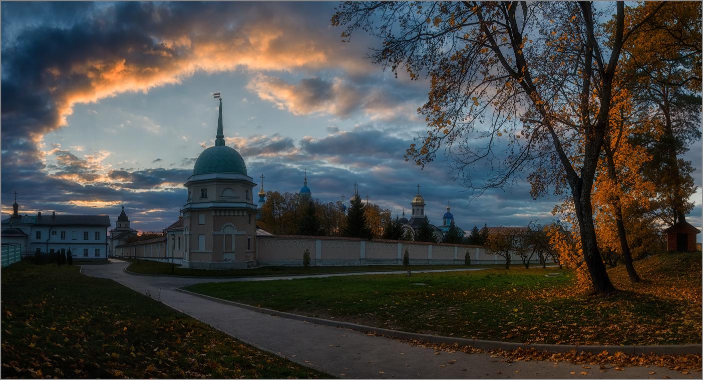 Окно в небо ( Снимок сделан 1 октября 2014 г.)