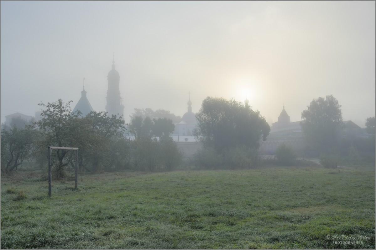 Окутанная пеленой тумана (снимок сделан 12 сентября 2016 г.)
