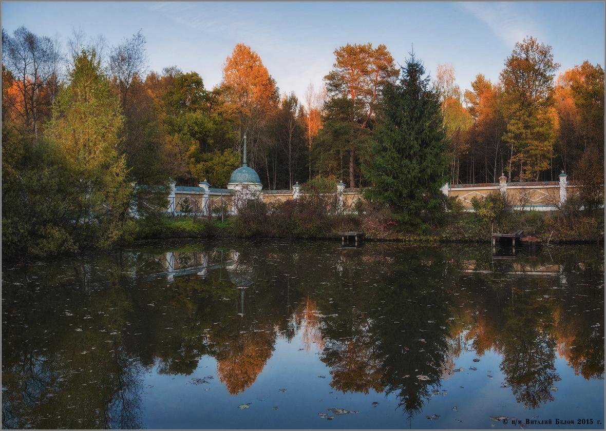 Раскидала осень листья на воде (снимок сделан 16 актября 2015 г.)