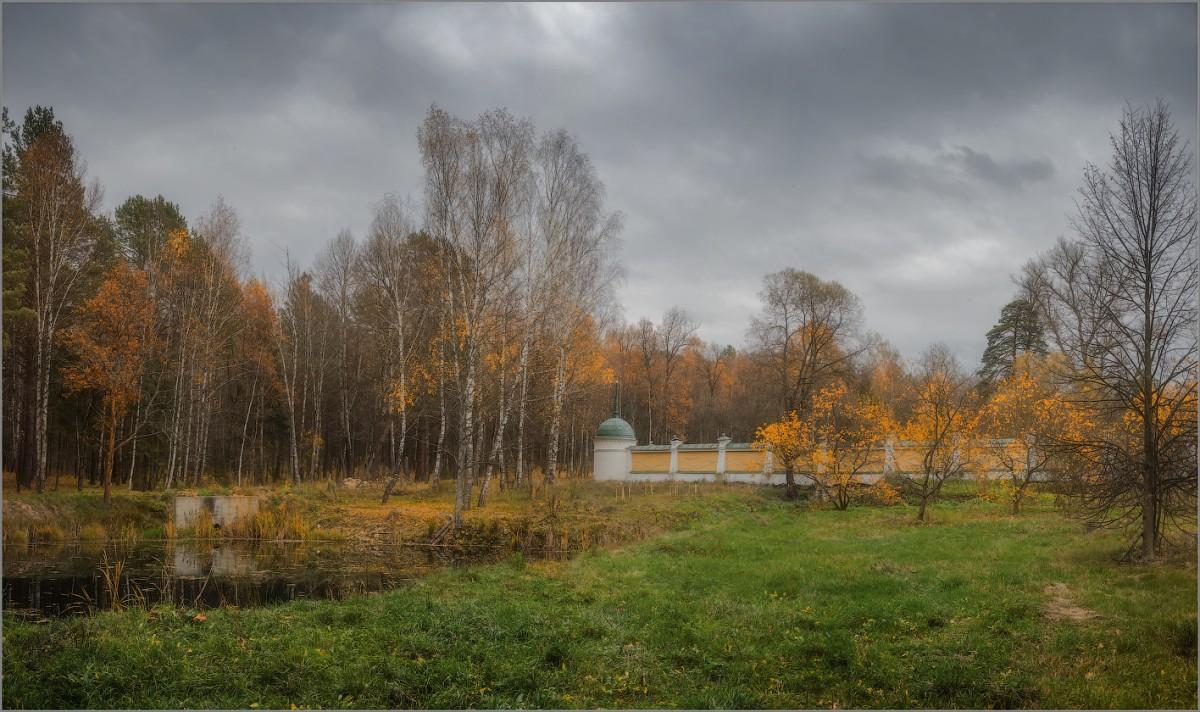 Догорающая осень (снимок сделан 16 октября 2014 г.)