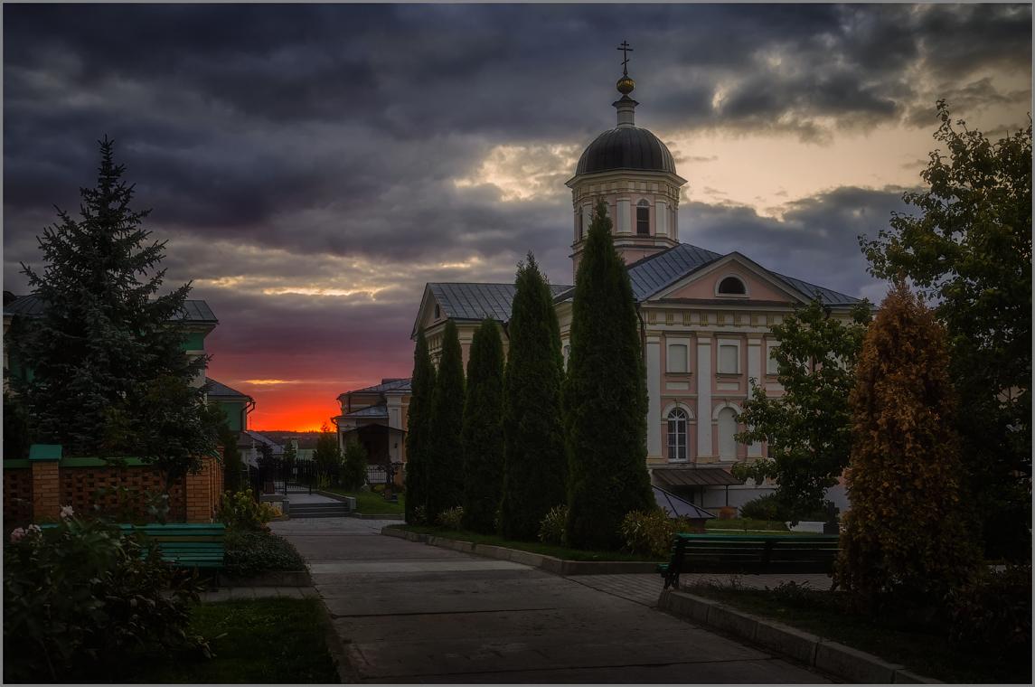 Грозное небо (снимок сделан 1 октября 2014 г.)