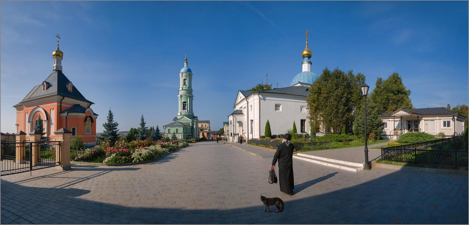 По широкой монастырской... ( Снимок сделан 11 сентября 2014 г.)