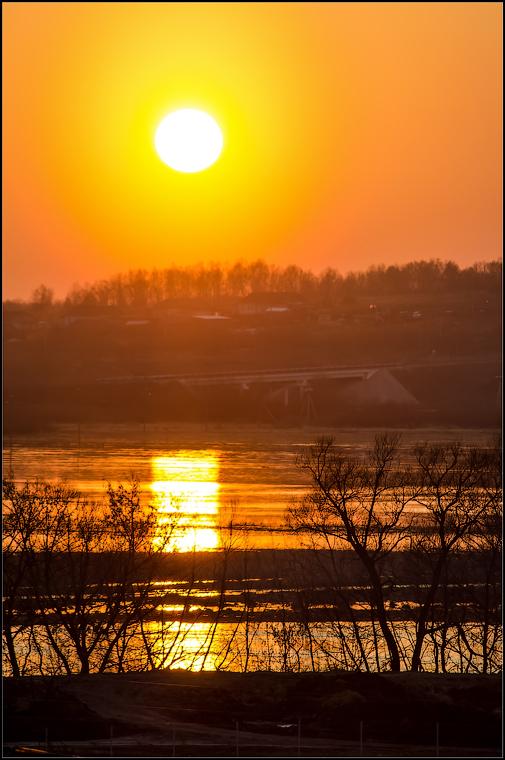 Золотой закат ( Снимок сделан 17 апреля 2013 г.)