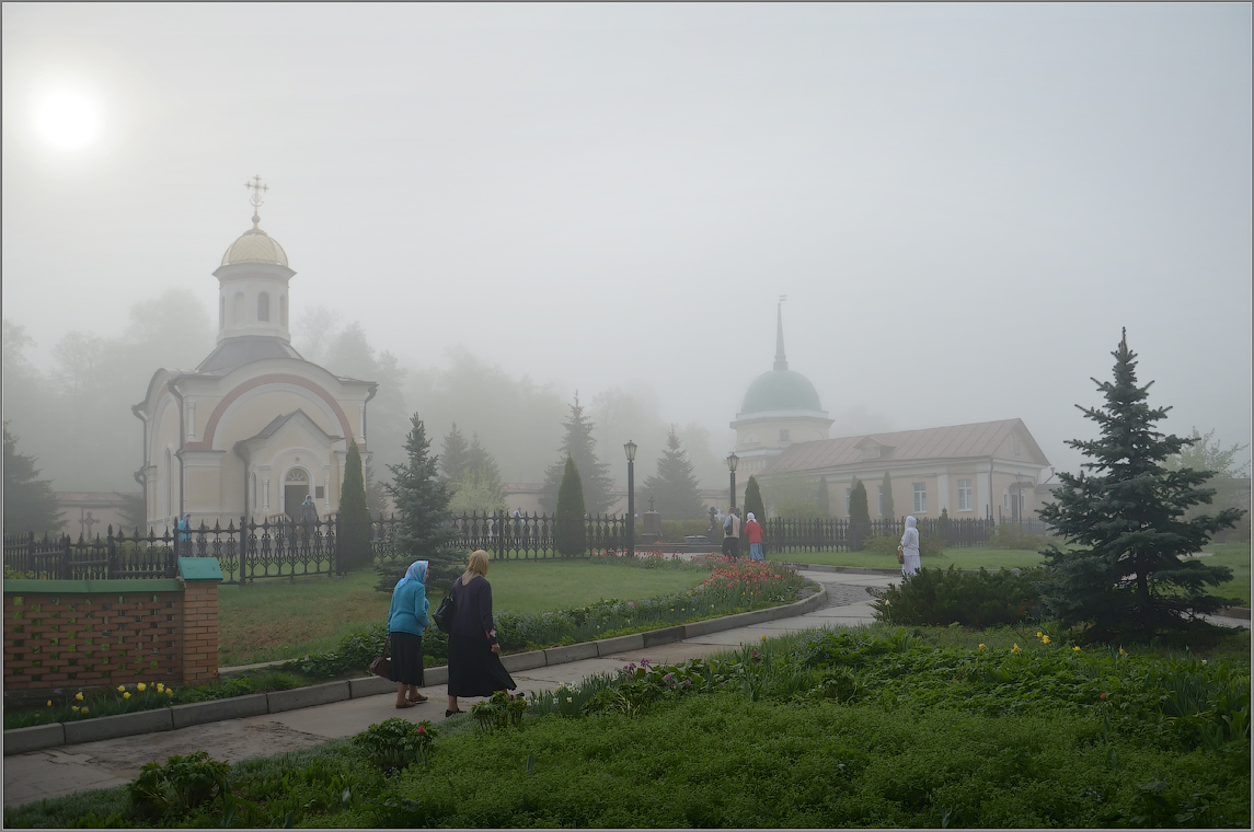 Оптинское утро ( Снимок сделан 6 мая 2012 г.)