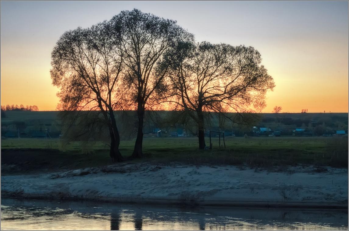 На том берегу ( Снимок сделан 5 мая 2013 г.)