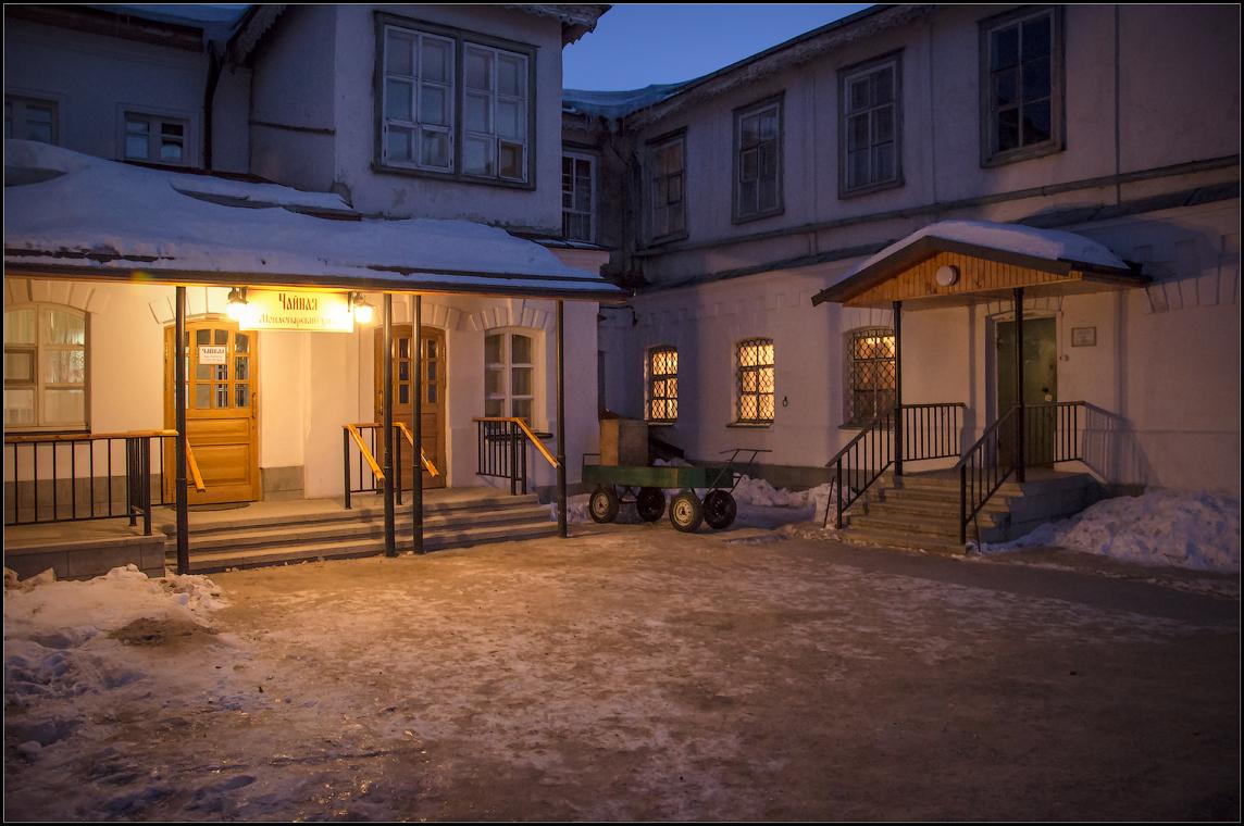 Старинный обновленный дворик ( 10 марта 2013 г.)
