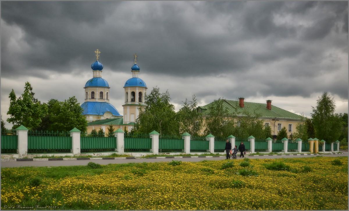 Храм Петра и Павла в Ясенево (снимок сделан 14 мая 2012 г.)