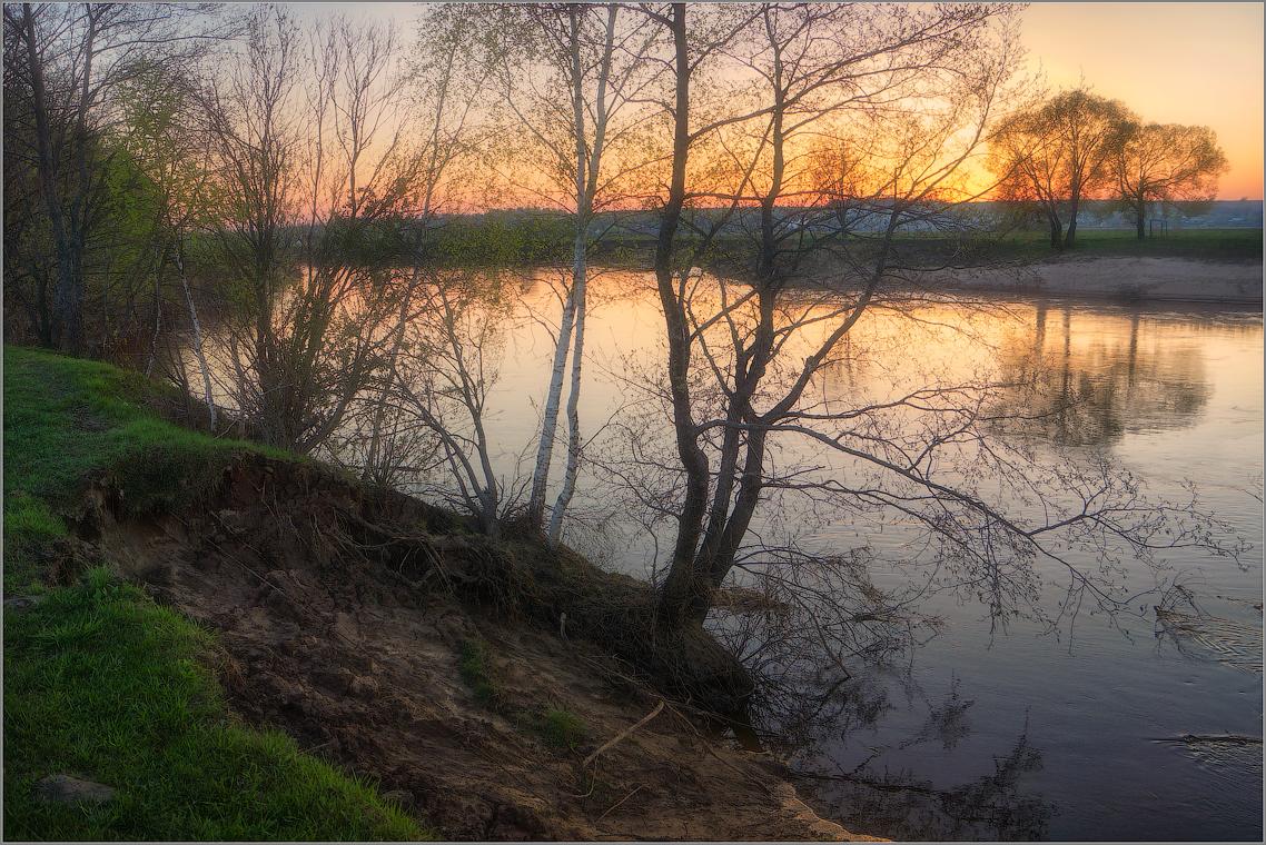 Весеннее зарево ( Снимок сделан 5 мая 2013 г.)