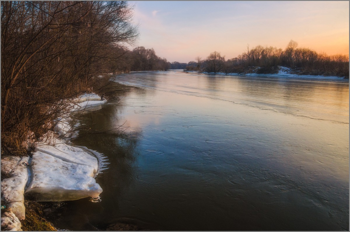 Льдина-пила на закате дня (снимок сделан 28 февраля 2014 г.)