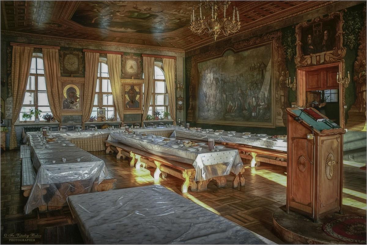 Монастырская трапеза (снимок сделан 5 августа 2011 г.)