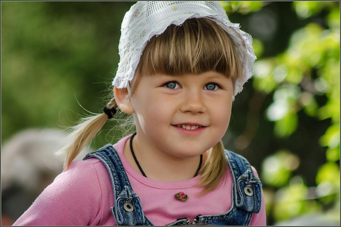 Детский взгляд ( Снимок сделан 10 мая 2013 г.)