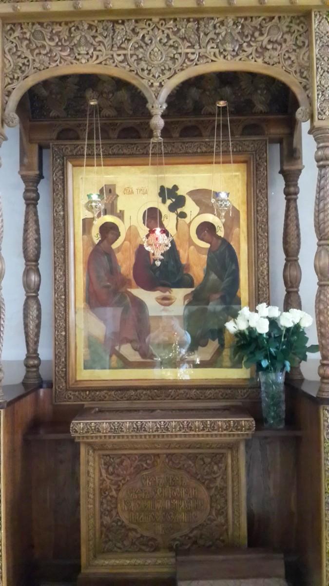 Некогда мироточащая икона Пресвятой Троицы во Введенском соборе