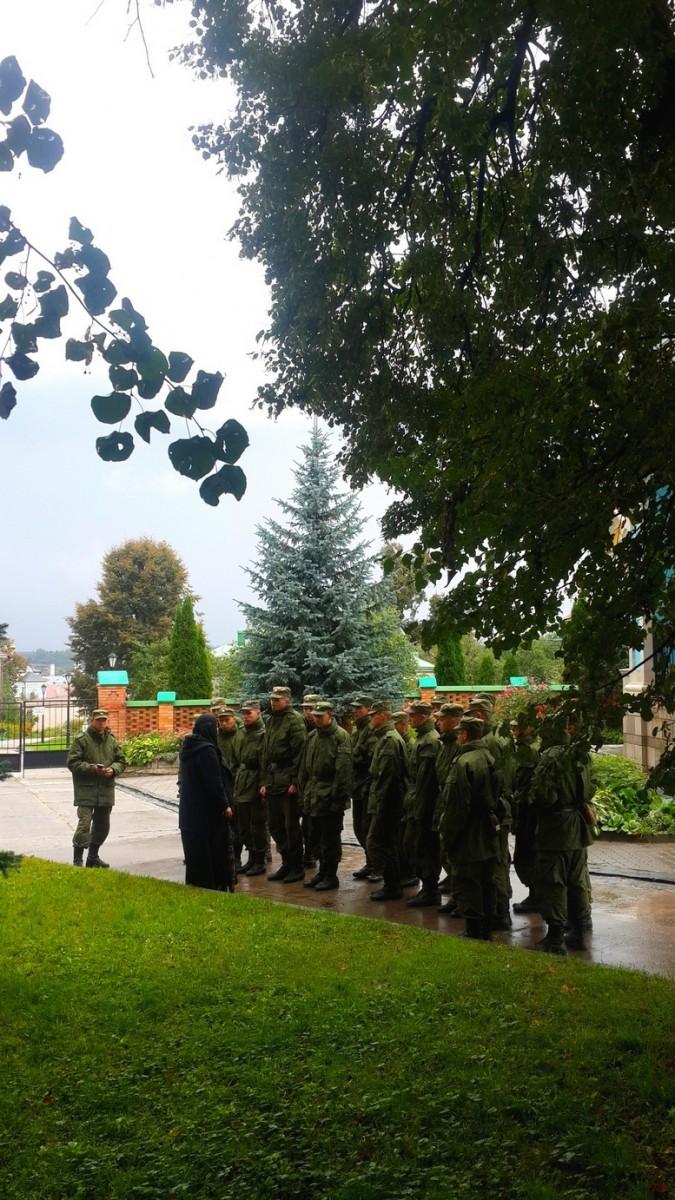 Церковь и армия..(у Владимирского храма 7 сент.2013г.)