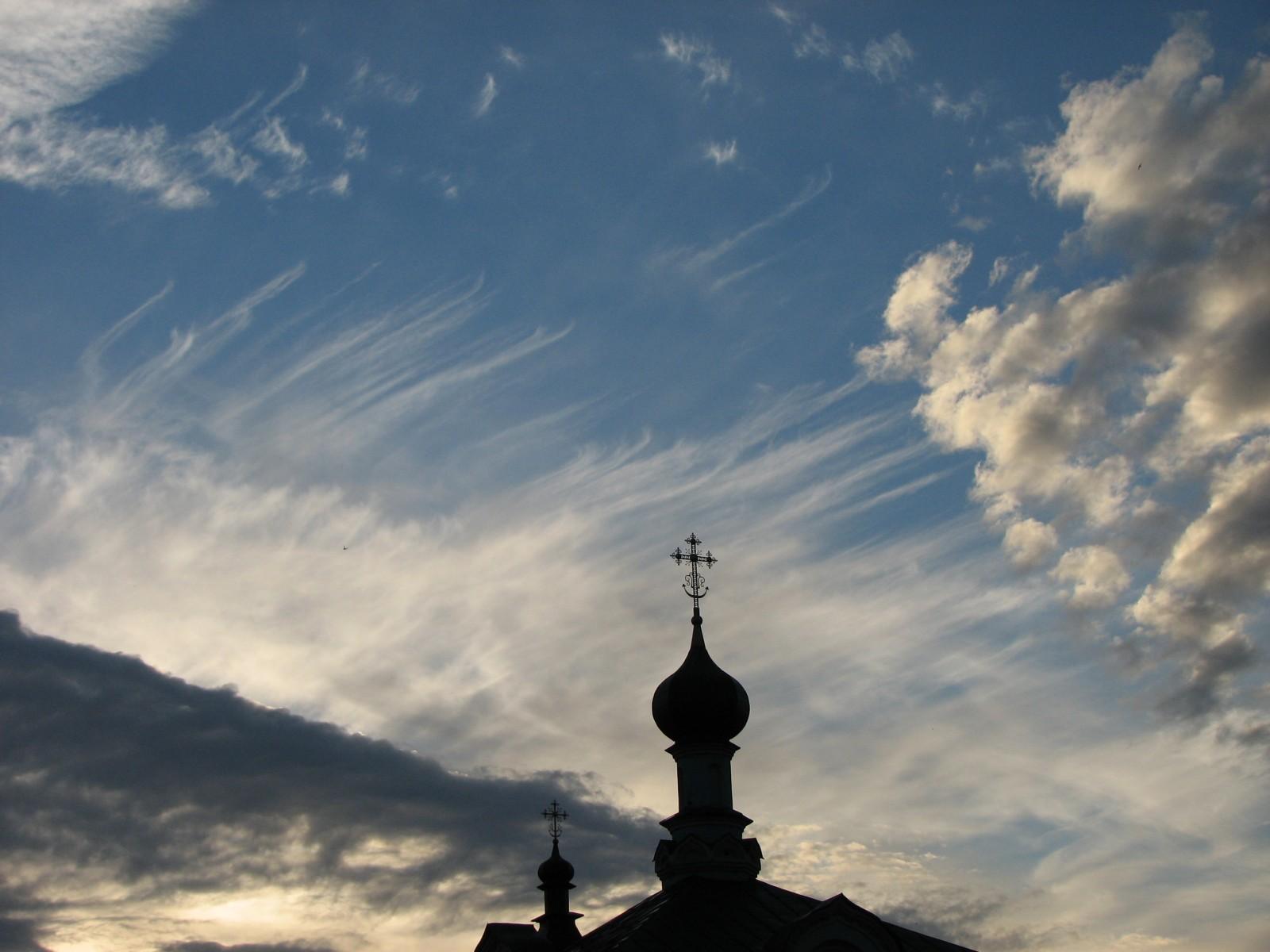 небо над  Спорительницей хлебов