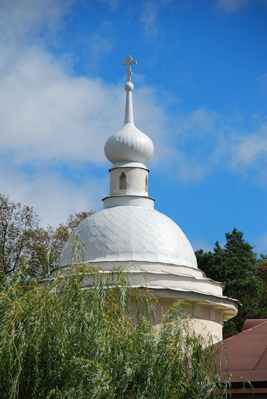 Одна из башенок Оптиной