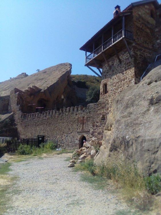 3. Вход в монастырь