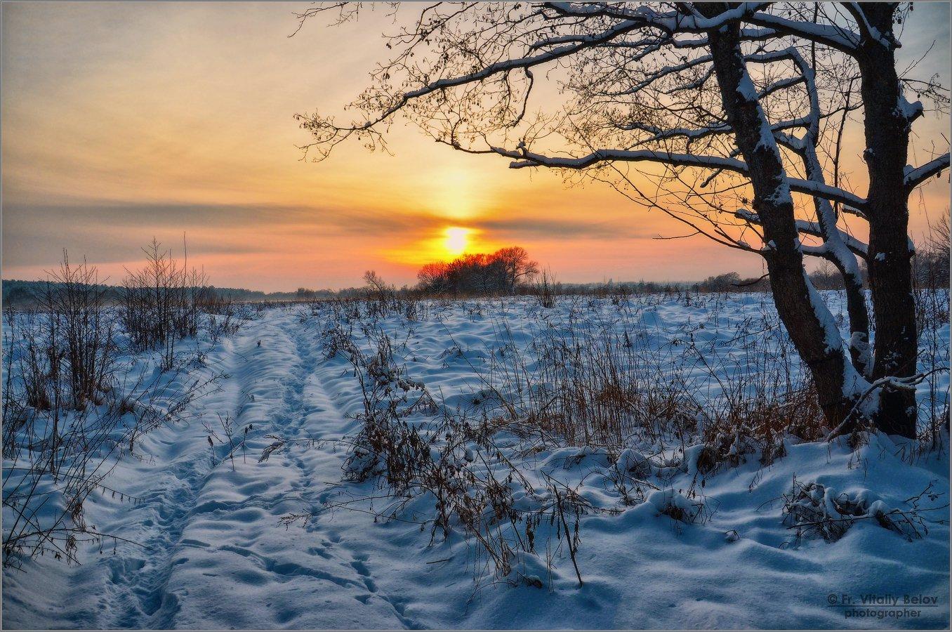 Краски зимнего заката (снимок сделан 9 декабря 2012 г.)