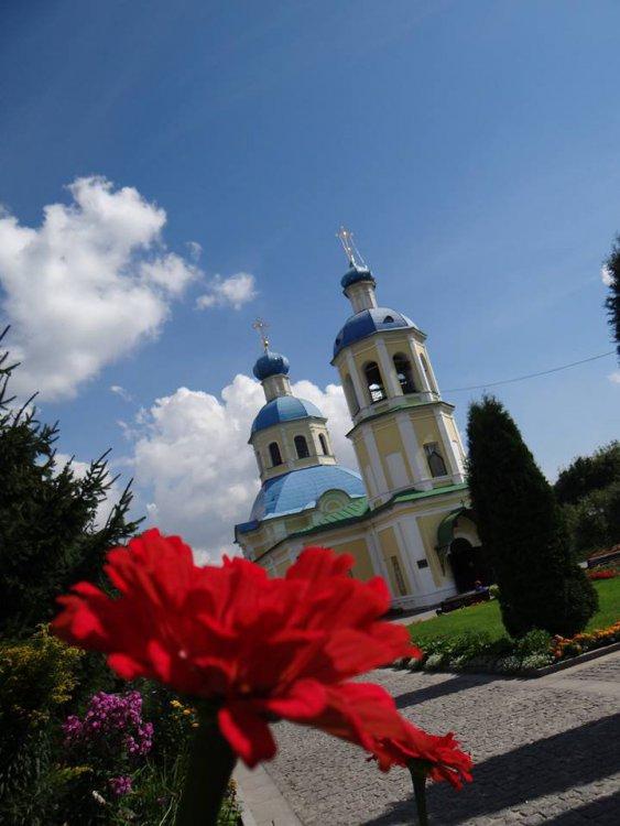 Храм святых первоверховных апостолов Петра и Павла в Ясенево.jpg