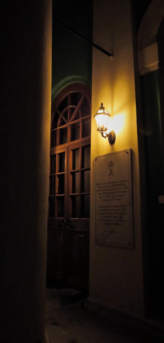 Вход в Введенский Собор со стороны придела Св.Николая