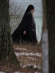 На дорожке из скита в монастырь.О.Серафим