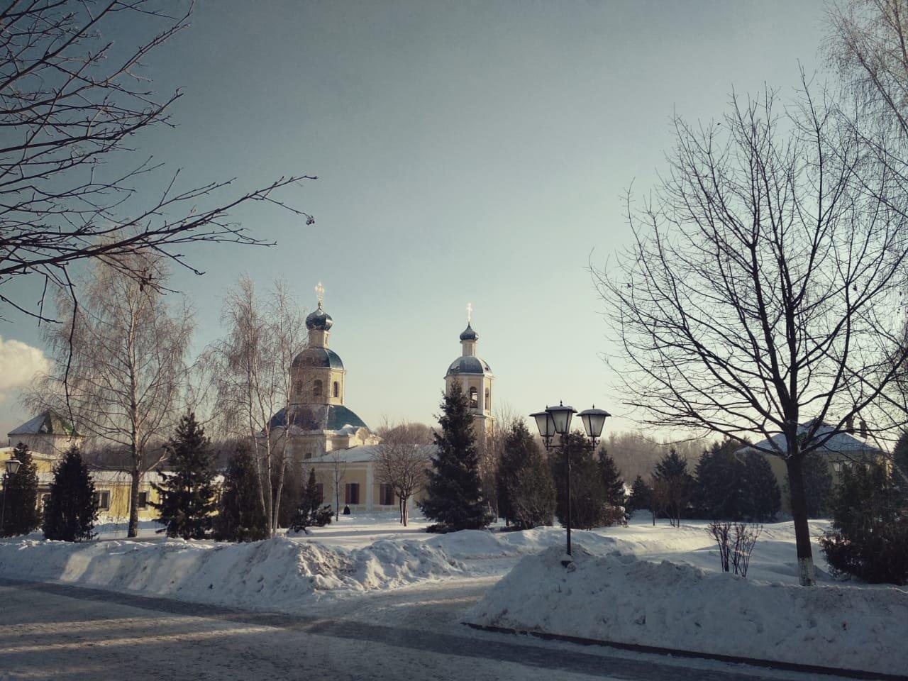 Храм апостолов Петра и Павла в Москве. Подворье Оптиной Пустыни