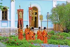 У Владимирского Храма