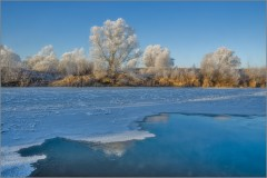 Полынья на реке (снимок сделан 27 ноября 2014 г.)