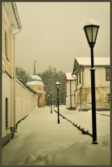 Вдоль монастырской стены ( 17 января 2013 г.)