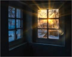 Мистический свет уходящего солнца ( Снимок сделан 27 февраля 2014 г.)