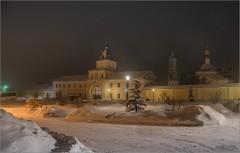 Огни вечерней Оптиной (снимок сделан 5 января 2017 г.)