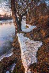 Осколки льда и снега (снимок сделан 28 февраля 2014 г.)