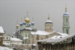 Припорошило снегом купола и крыши (снимок сделан 21 февраля 2010 г.)