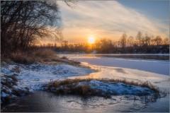 Теплый закат на реке (снимок сделан 27 декабря 2014 г.)