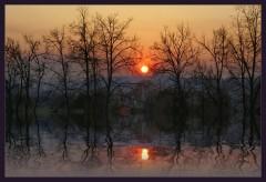 Вечерний закат отраженный в воде или не состоявшийся разлив