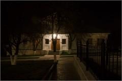 Пасхальная ночь. Братский корпус ( Снимок сделан 20 апреля 2014 г.)