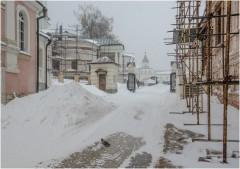 Погребенный снегом монастырь и одинокий голубь ( 24 марта 2013 г.)