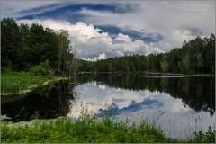 Смотрит небо в отражение свое (снимок сделан 16 июня 2016 г.)