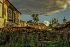 Старый дом, сарай, дрова, все минуло навсегда (снимок сделан 4 августа 2009 г.)