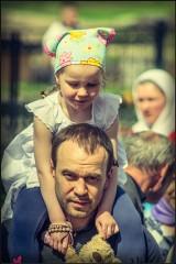 На папиной шее ( Снимок сделан 10 мая 2013 г.)