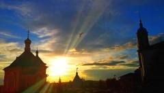 Лучами света Твоего озаряя град Твой и обитель Твою..